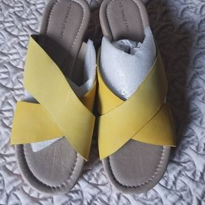 Donald Pliner Syna Yellow wedge sandals